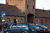 ehem. Eingang zum Lager Birkenau, heute Gedenkstätteneingang