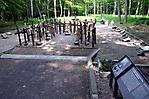 Holzkreuze am Gräberfeld des sowjetischen Speziallagers