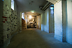 ehem. Standort des Krematoriumsofen durch ein Foto in Originalgröße gekennzeichnet
