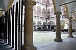 Blick in den Hof, der auch für Veranstaltungen genutzt wird
