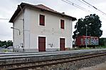 Bahnhof mit Waggon als Erinnerungszeichen
