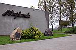 Gedenksteine vor dem Besucherzentrum