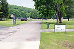Eingang zum Hauptteil der Gedenkstätte im Bereich des ehem. Häftlingslagers