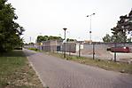 Straße der Wohnsiedlung an der Grenze des anliegenden Gefängnisses