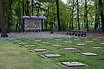 Gräberfeld mit Blumenschmuck nach der Gedenkfeier 2011